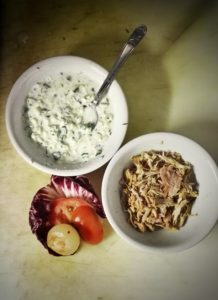 Salsa tzatziky home made, pulled pork, cipolle caramellate con birra, pomodori e insalata!